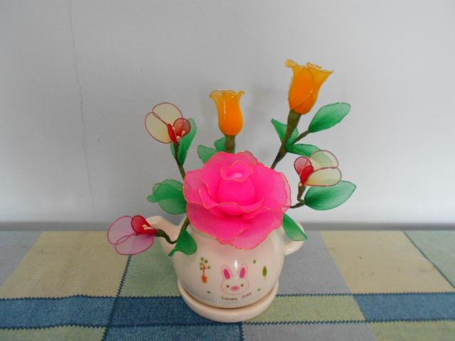 纯手工制作的丝网花:胸花,盆花.联系电话90260427