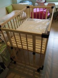 日本原装Faroro带轮婴儿床(9成新)150新币