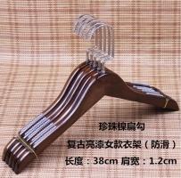 2017韩款高档女装,木质防滑衣架$1/个,有能力全清的来