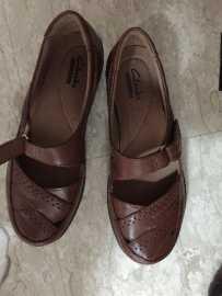 Clarks的鞋子,几乎全新,34码的,只要10元,买到就赚到了