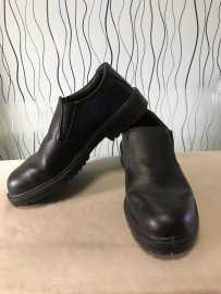 贱卖单位发的几双做工的男士皮鞋