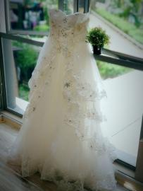 精致婚纱小礼裙出售(公寓用品,保证品质)