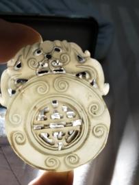 祖传的朝珠和古代钱币