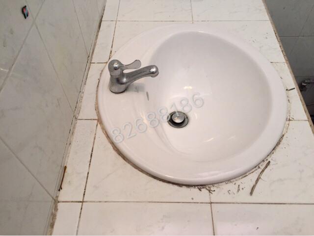 洗脸盆防水胶损坏维修前