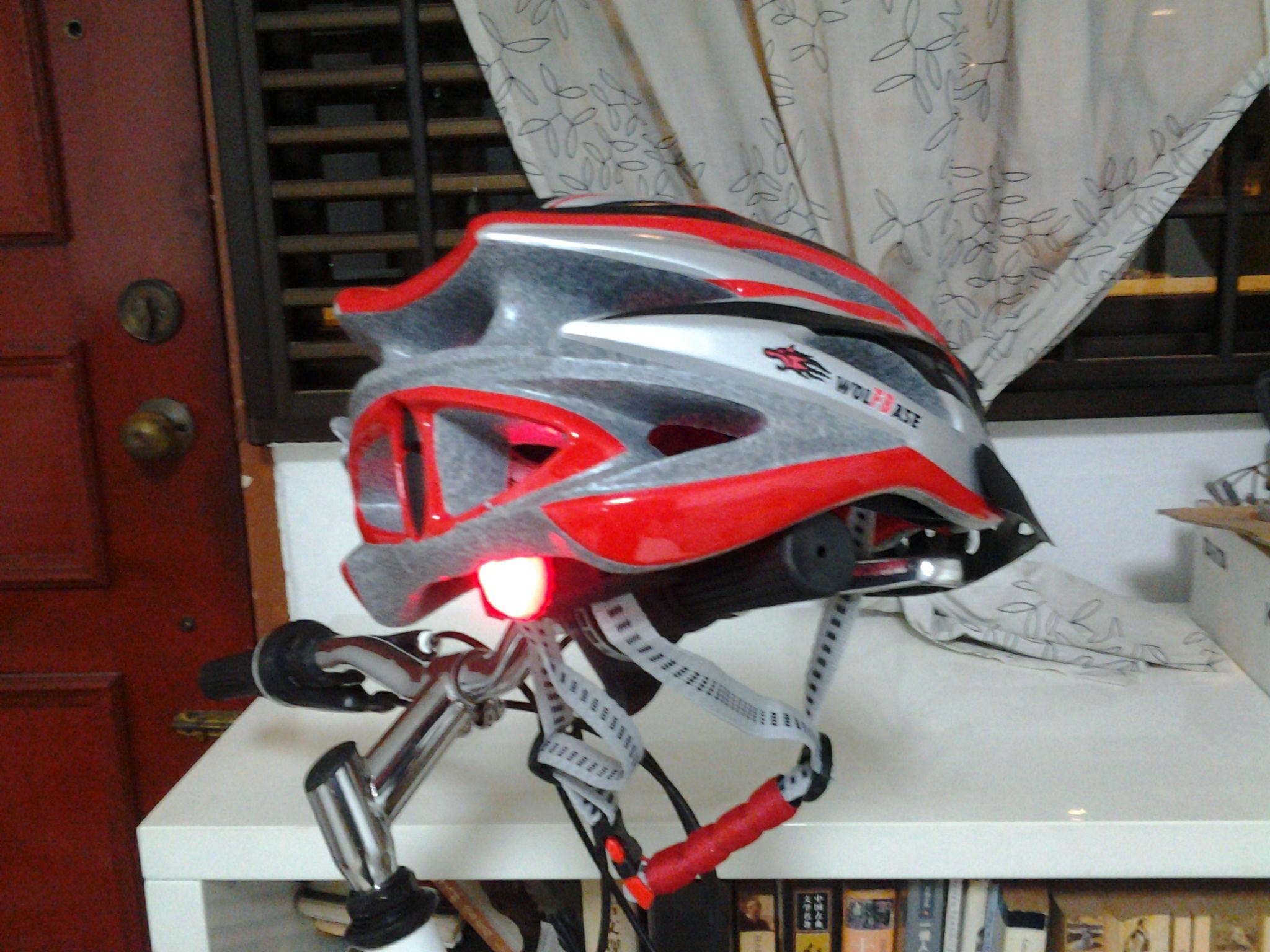 helmet with alarm lighting2.jpg