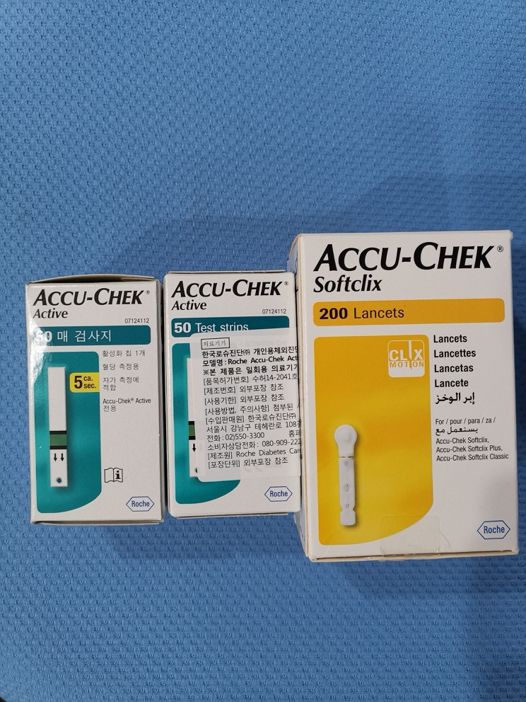 ACCU CHEK血糖仪.jpg