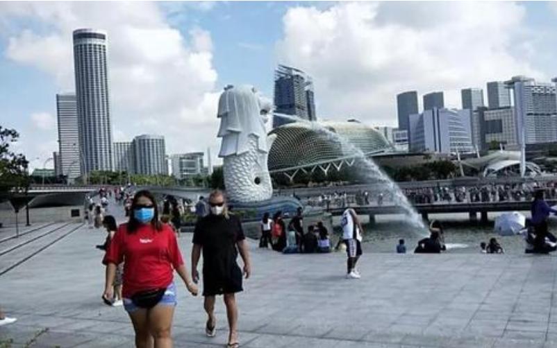 5月13日,马来西亚暂停了与新加坡的互惠绿色通道