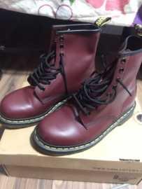 Dr Martens boots 靴子 低价出售 几乎全新