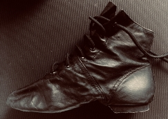 9成新纯皮黑色软皮舞蹈练习鞋$10