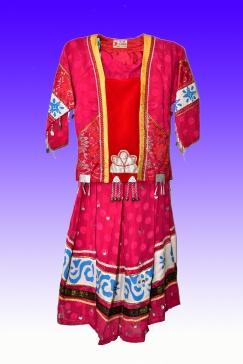 少数民族衣裙两件式服装一套 80%新 小码 S$80.00.自取。