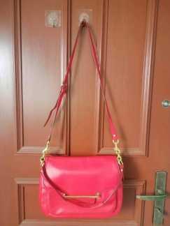 女式手提包 S$50