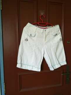 女式白色短裤S$5