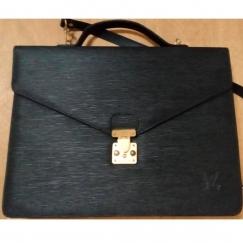 卖我的LV公文包和一个伊朗旅游买的全牛皮的包和一个Italy的Toscano牌sembonia牌女包!