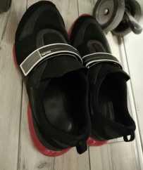便宜出售PRADA鞋子