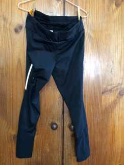 ,多件全新运动型贴身黑色长裤、多件全新S号黑色有领T恤,便宜出,