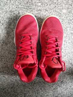 红色NIKE球鞋出售