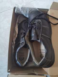 全新安全鞋10元,42号/8码