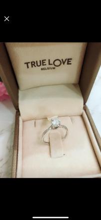 【便宜卖】求婚钻石戒指 (已卖)