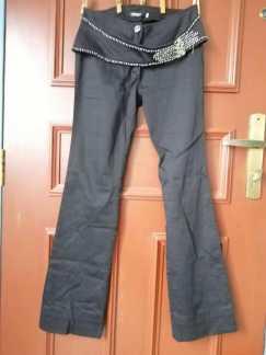 Torria牌子的女孩裤子S$8
