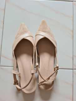 米色平底尖头单鞋