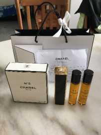 闲置的香奈儿香水、Lanc?me,Dior 精华粉底液全部购于专柜。