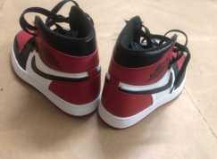 全新AJ1黑红脚趾