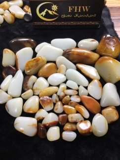 收藏多年的和田玉籽料原石给大家掌掌眼