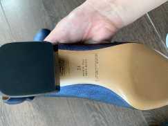 本人便宜出售名牌/阿玛里/  一双9.9成新的鞋子/ 有一双全新。