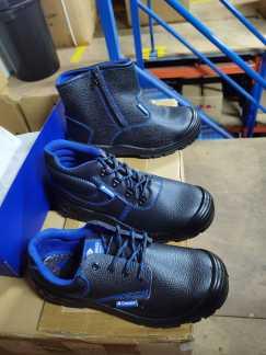 安全鞋出售了全新