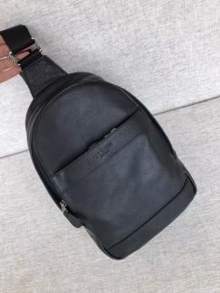 coach 男款黑色背包 (配套全齐,有发票)几乎全新