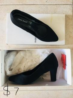 Pazzion白色凉鞋$10写的34码35可穿,高跟$7,其他鞋子都$2!也是35,36码,有买有送!