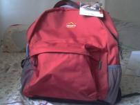 日本旅游红色双肩包