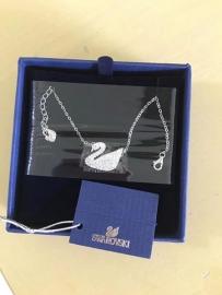 降价了全新带包装施华洛世奇天鹅经典项链80元甩。