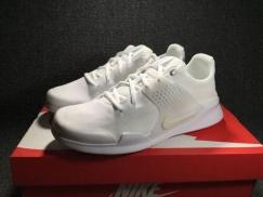 全新白色NIKE超轻运动鞋
