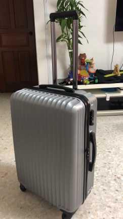 全新行李箱原价168 现价70