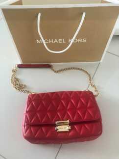 MK红色包包